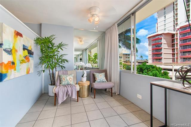 Photo of home for sale at 435 Seaside Avenue, Honolulu HI