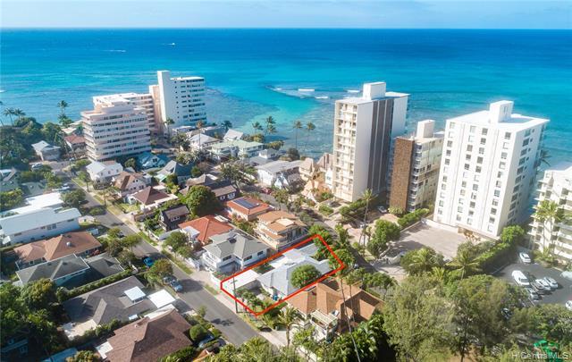 Photo of home for sale at 3008 Kalakaua Avenue, Honolulu HI