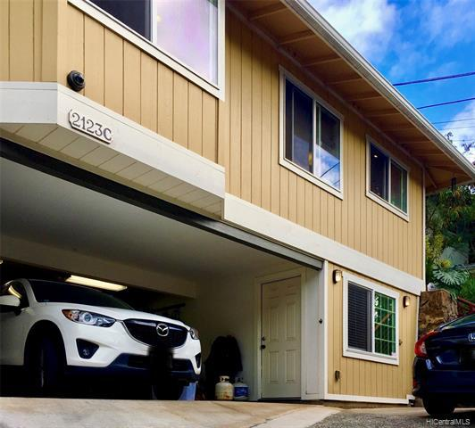 Photo of home for sale at 2123 10th Avenue, Honolulu HI