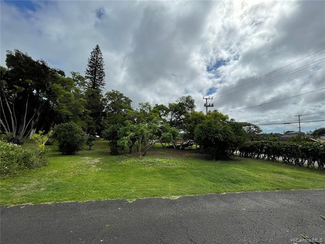Photo of home for sale at 99-1138 Aiea Heights Drive, Aiea HI