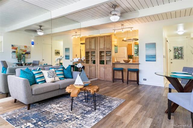 Photo of home for sale at 4964 Kilauea Avenue, Honolulu HI