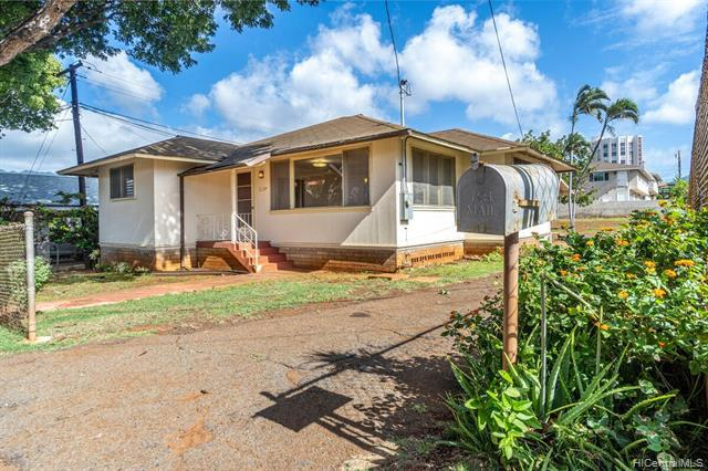 Photo of home for sale at 1129 7th Avenue, Honolulu HI