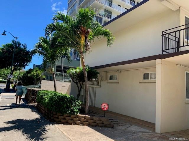 Photo of home for sale at 2565 Kuhio Avenue, Honolulu HI