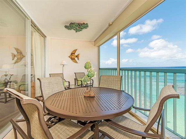 Photo of home for sale at 2877 Kalakaua Avenue, Honolulu HI