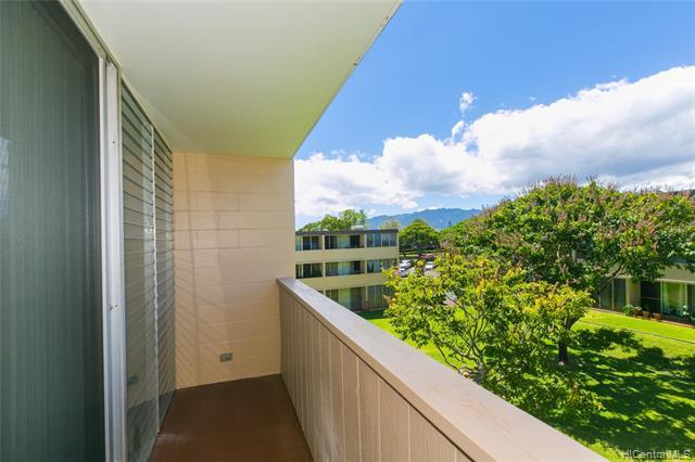 Photo of home for sale at 94-345 Hokuahiahi Street, Mililani HI