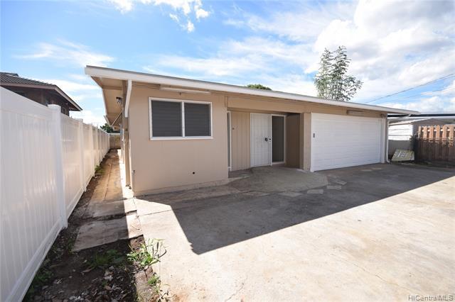 Photo of home for sale at 94-106 Poailani Circle, Waipahu HI
