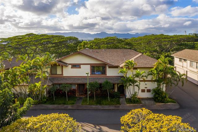 Photo of home for sale at 98-1754 Kaahumanu Street, Pearl City HI