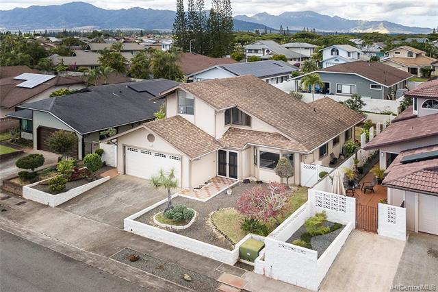 Photo of home for sale at 95-1114 Wekiu Street, Mililani HI