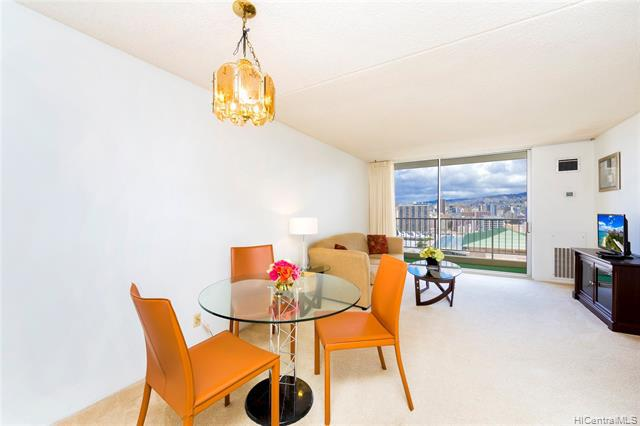 Photo of home for sale at 400 Hobron Lane, Honolulu HI
