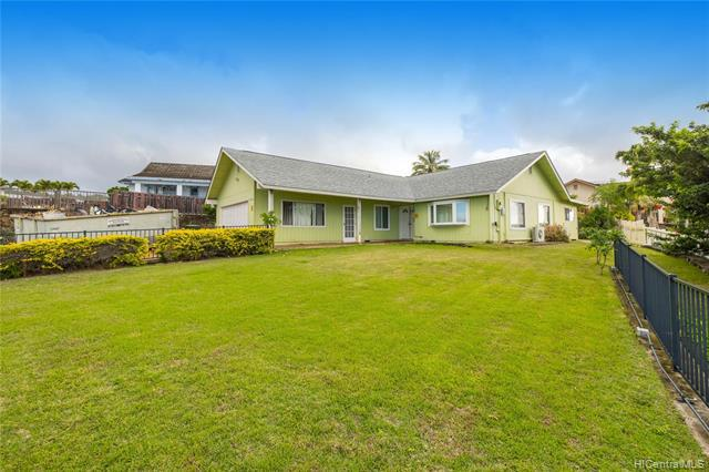 Photo of home for sale at 98-1470 Kaonohi Street, Aiea HI