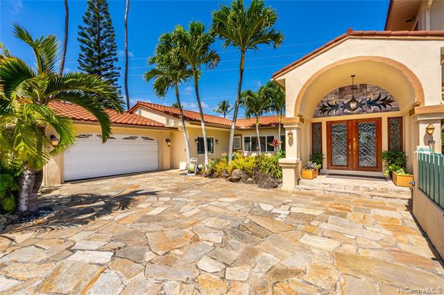 Photo of home for sale at 238 Portlock Road, Honolulu HI