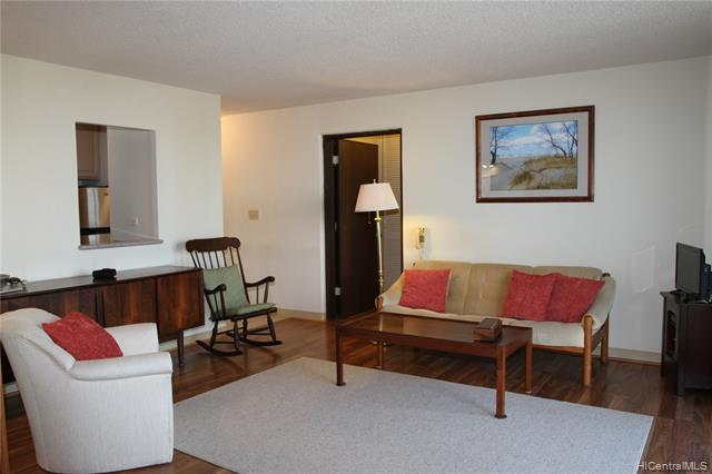 Photo of home for sale at 98-1038 Moanalua Road, Aiea HI