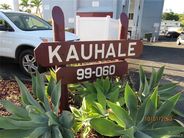 Photo of home for sale at 99-060 Kauhale Street, Aiea HI