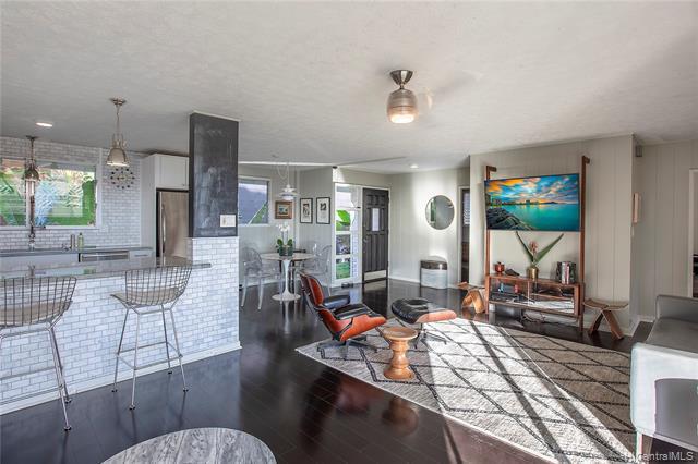 Photo of home for sale at 3655 Kawelolani Place, Honolulu HI