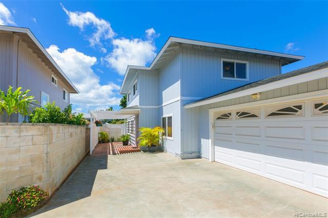 Photo of home for sale at 99-404A Uhaloa Street, Aiea HI