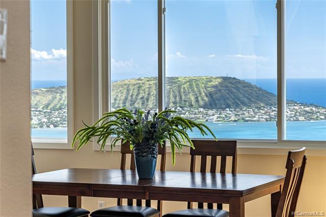 Photo of home for sale at 872 Moaniala Street, Honolulu HI