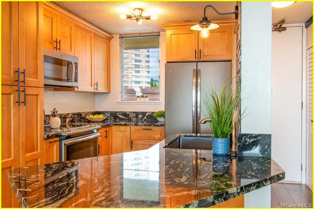 Photo of home for sale at 98-099 Uao Place, Aiea HI