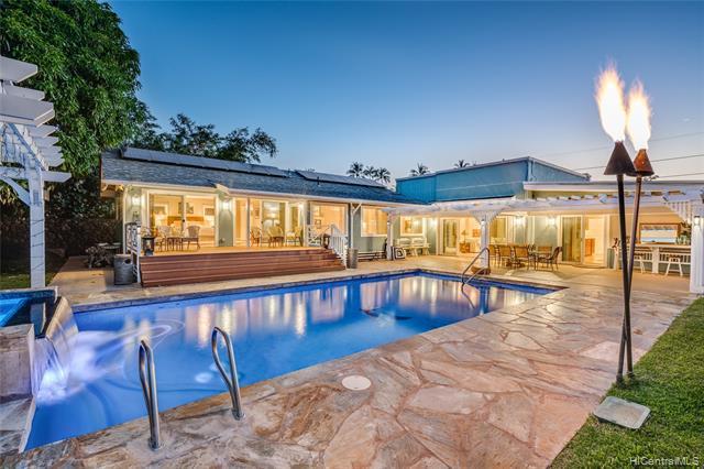 Photo of home for sale at 370 Portlock Road, Honolulu HI
