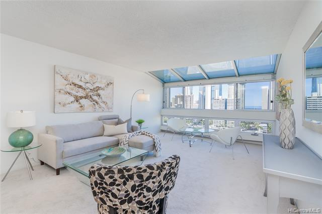 Photo of home for sale at 500 University Avenue, Honolulu HI