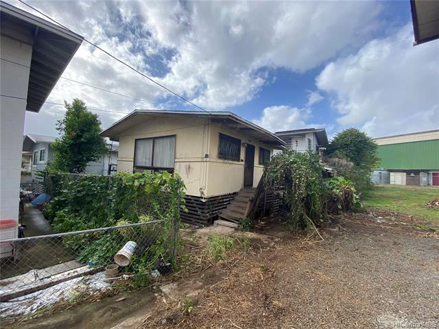 Photo of home for sale at 1422 Pua Lane, Honolulu HI