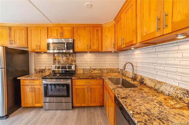 Photo of home for sale at 94-333 Hokuahiahi Street, Mililani HI