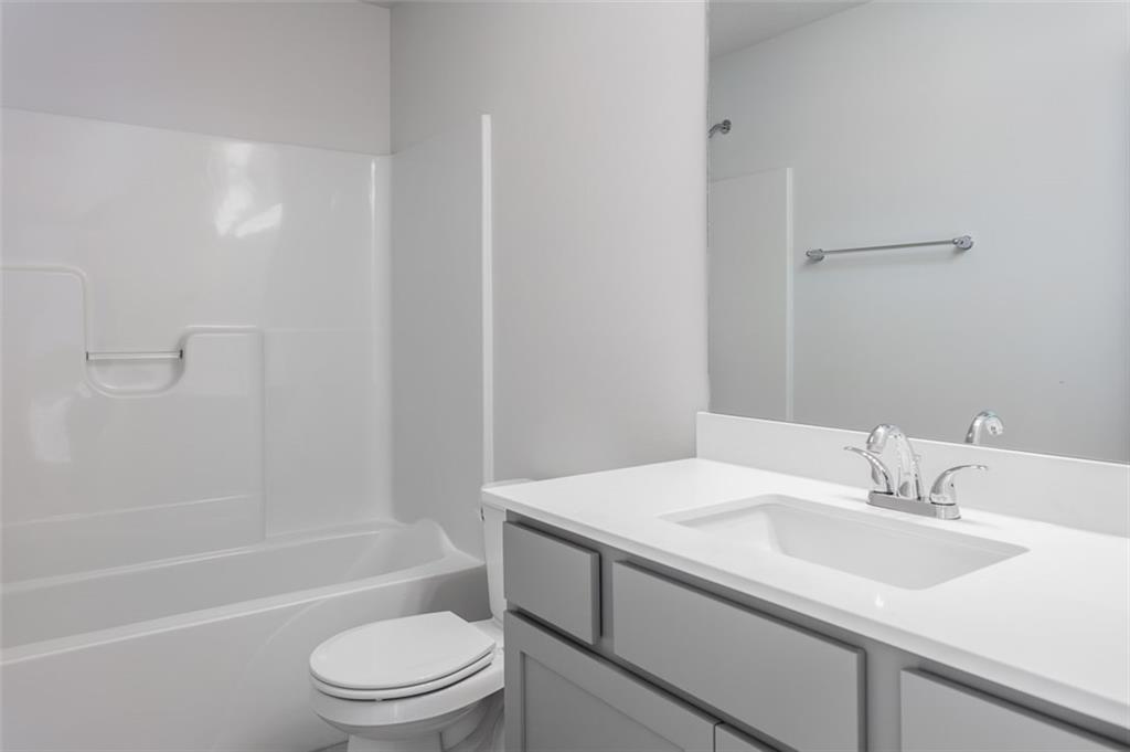 Photo of home for sale at 645 Lincoln Street NE, Bondurant IA