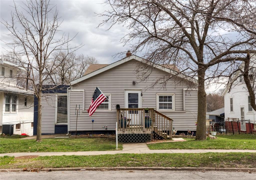 Photo of home for sale at 809 35th Street, Des Moines IA