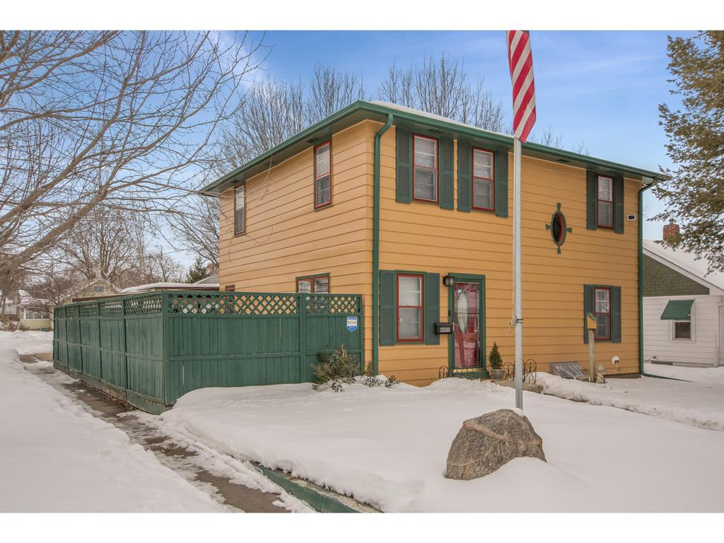 Photo of home for sale at 4002 8th Place, Des Moines IA