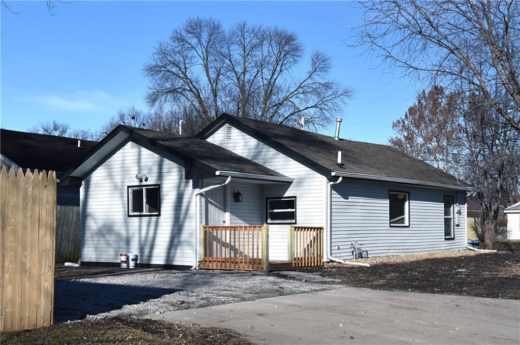 Photo of home for sale at 2757 Indianapolis Avenue, Des Moines IA
