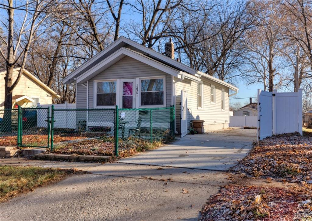 Photo of home for sale at 1335 Hutton Street, Des Moines IA
