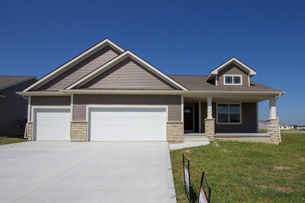 Photo of home for sale at 536 Shiloh Rose Parkway NW, Bondurant IA