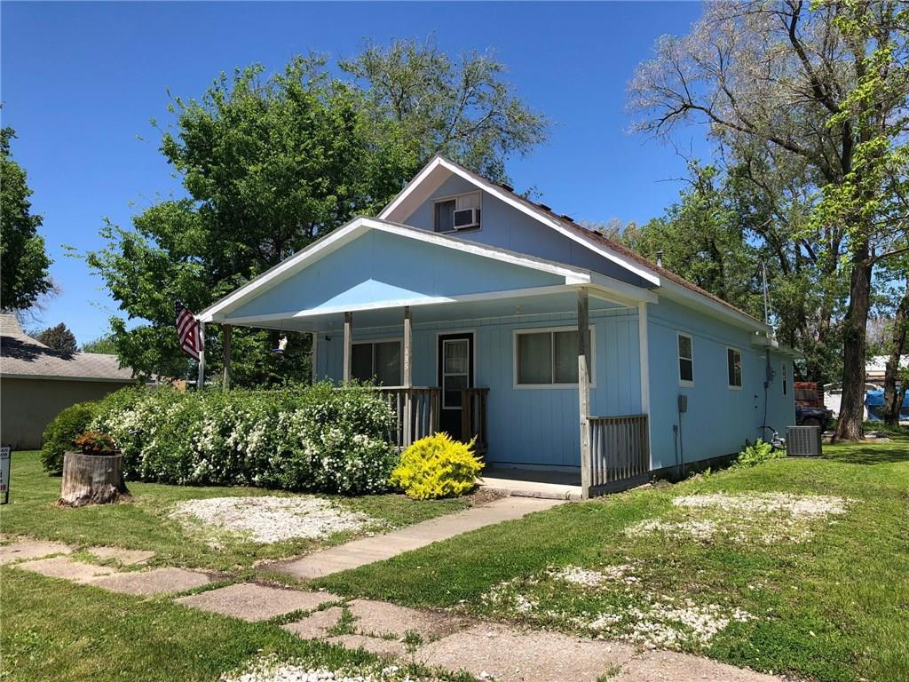 Photo of home for sale at 135 Prairie Street E, Truro IA