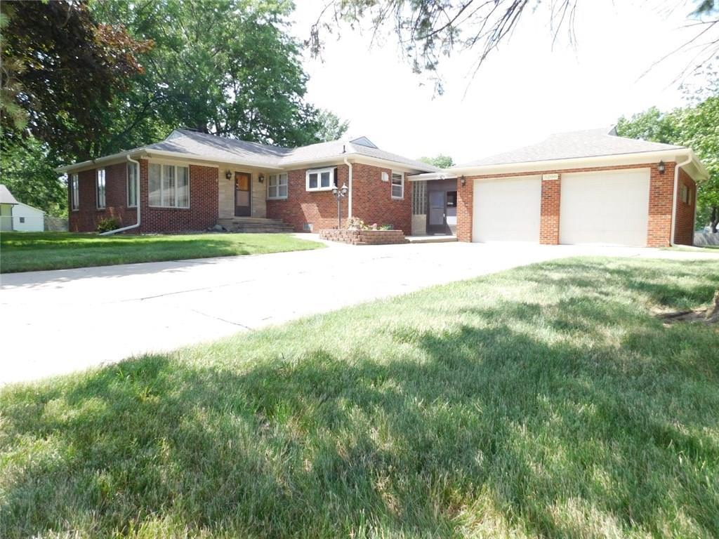 Photo of home for sale at 5200 Oakwood Drive E, Pleasant Hill IA