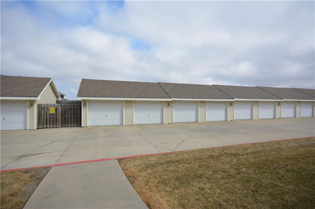 Photo of home for sale at 1624 Prairie Lakes Drive NW, Ankeny IA