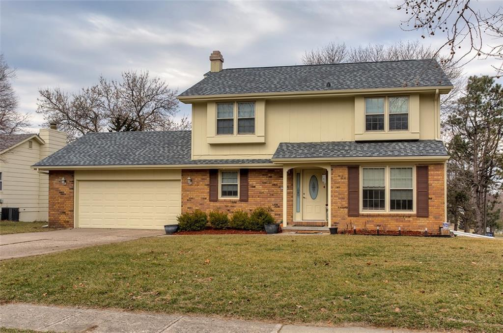 Photo of home for sale at 924 45th Street, West Des Moines IA
