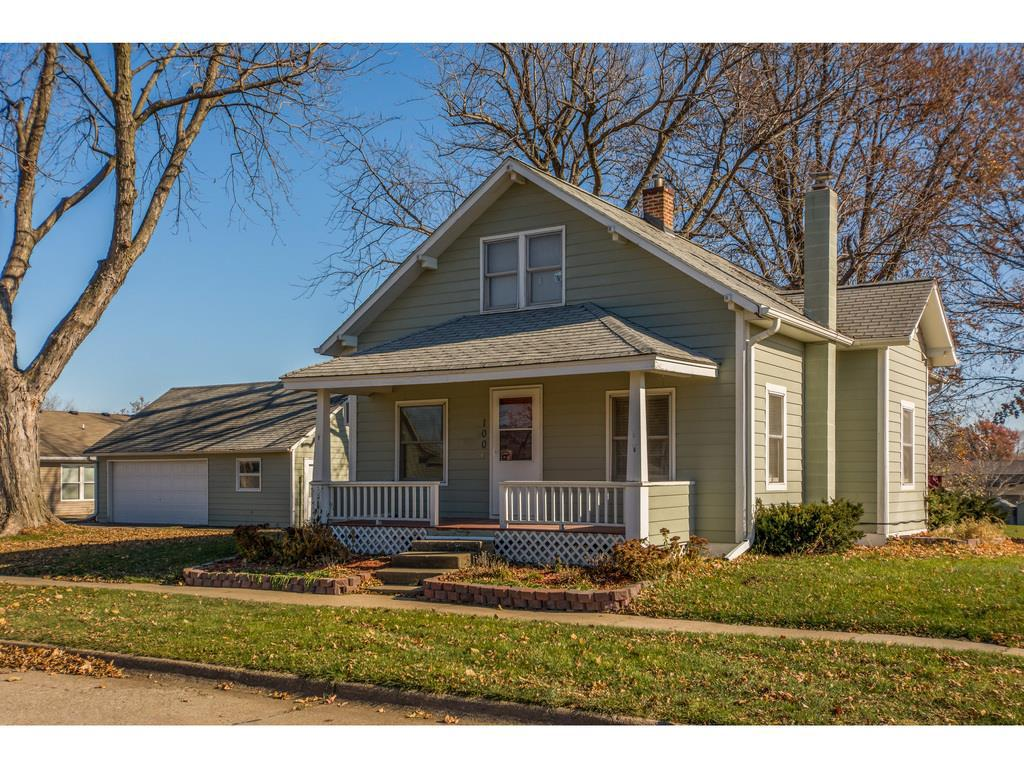 Photo of home for sale at 100 Carson Street, Pella IA
