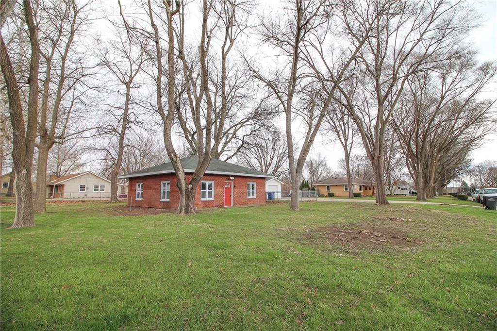 Photo of home for sale at 2706 Madison Avenue E, Des Moines IA