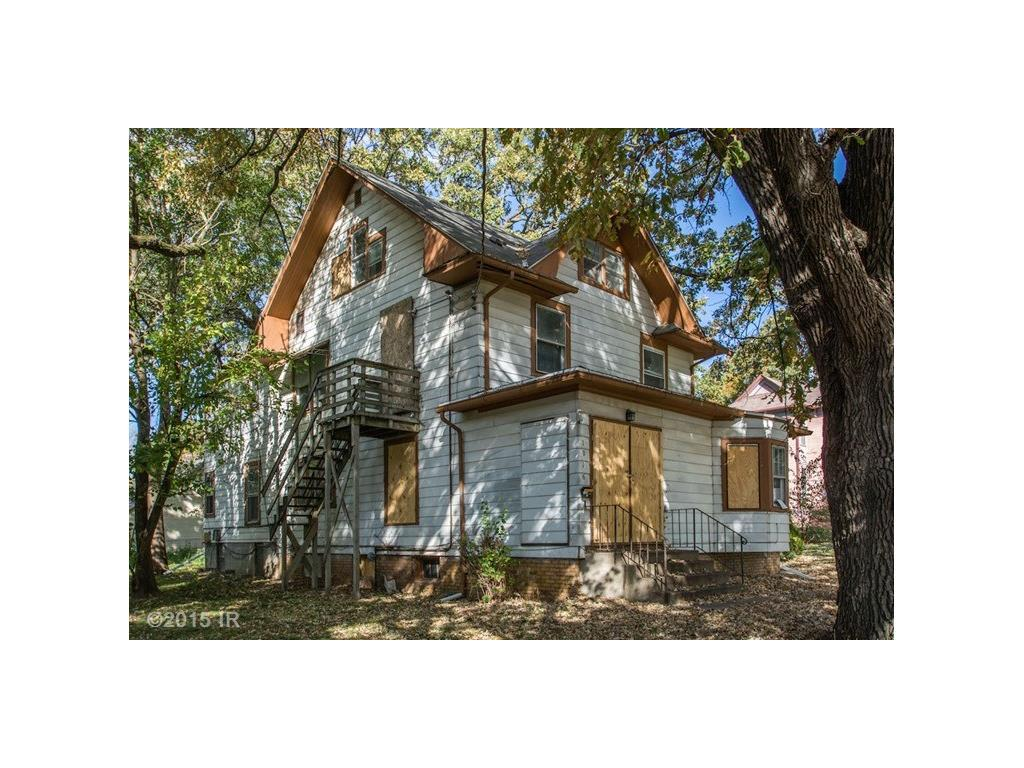 Photo of home for sale at 1016 24th Street, Des Moines IA