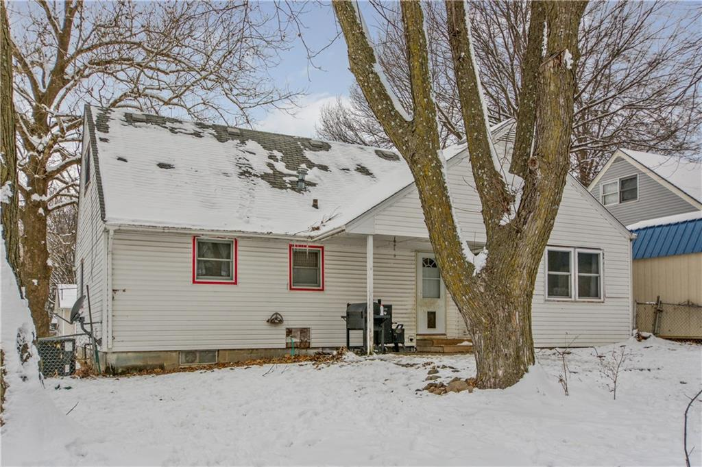 Photo of home for sale at 7507 13th Street SW, Des Moines IA