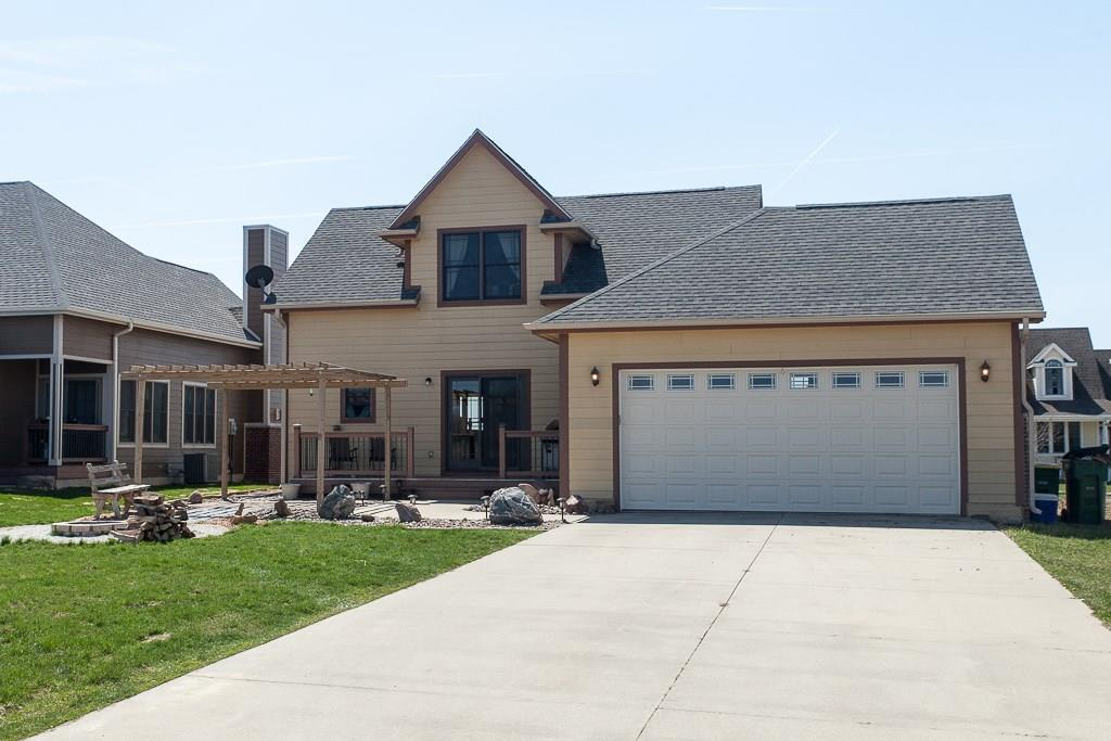 Photo of home for sale at 523 Sycamore Street, Dallas Center IA