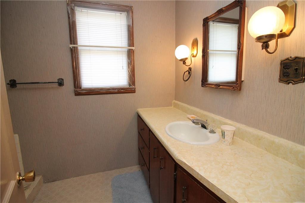 Photo of home for sale at 1054 150th Avenue, Carlisle IA