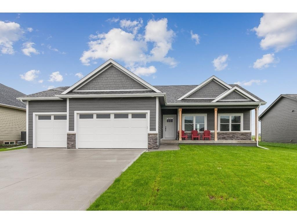 Photo of home for sale at 2606 40th Street NW, Ankeny IA