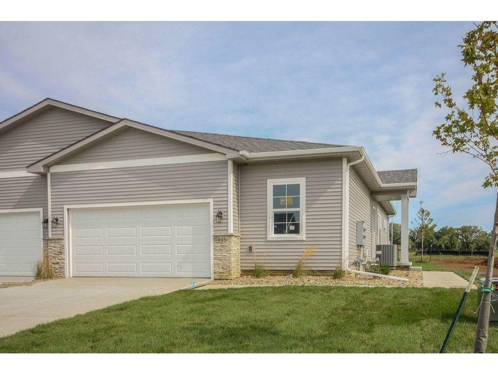 Photo of home for sale at 945 Linden Street, Carlisle IA