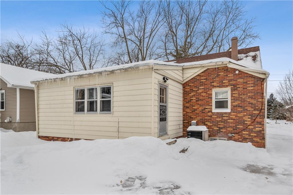 Photo of home for sale at 3117 49th Street, Des Moines IA