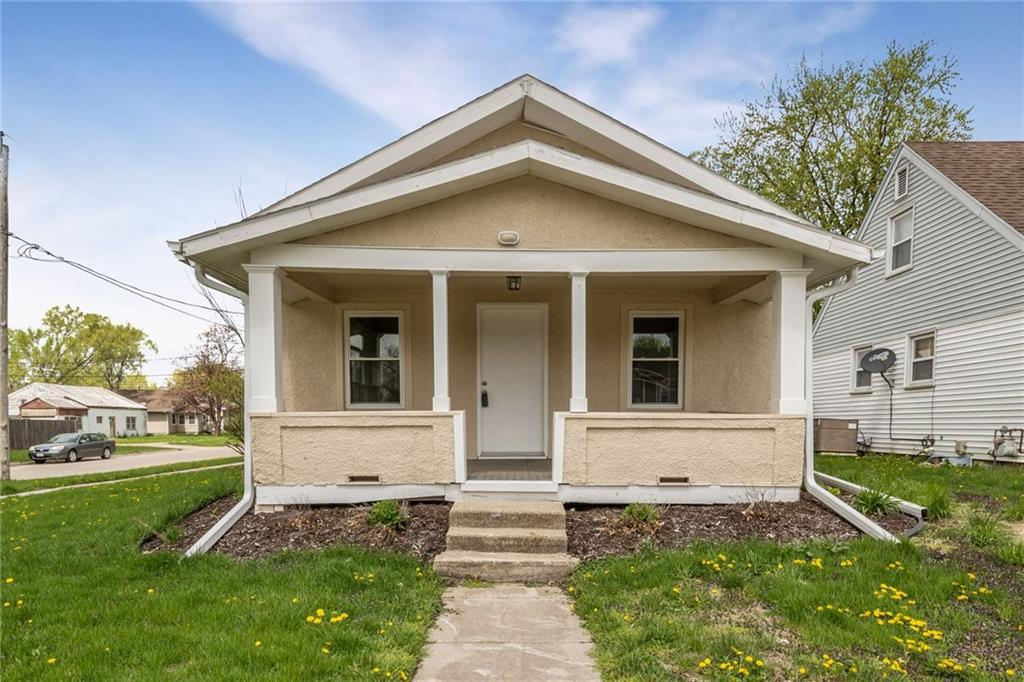 Photo of home for sale at 6119 Tonka Avenue, Des Moines IA