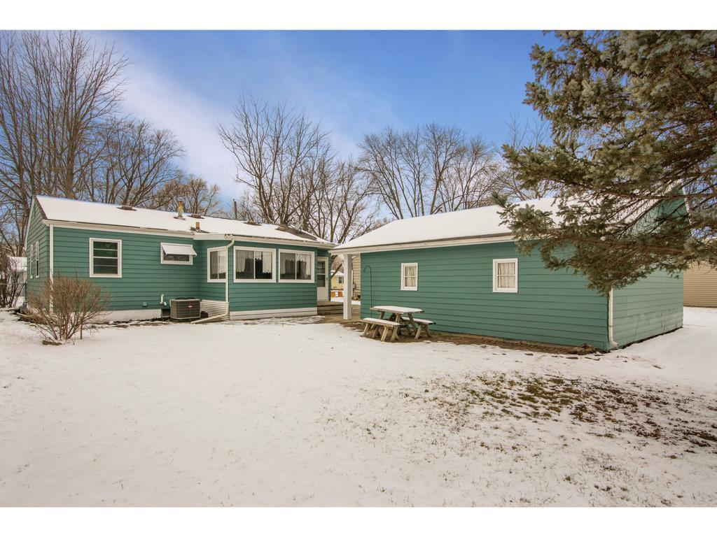 Photo of home for sale at 2621 38th Court E, Des Moines IA
