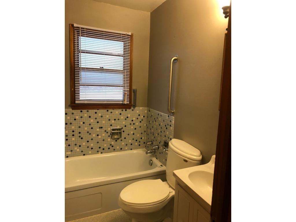 Photo of home for sale at 1189 Mason Avenue, Des Moines IA