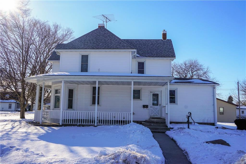 Photo of home for sale at 907 6th Street, Sully IA