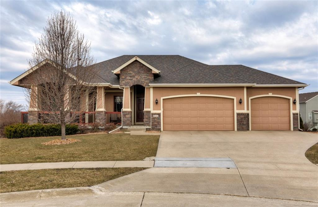 Photo of home for sale at 532 32nd Court SW, Ankeny IA