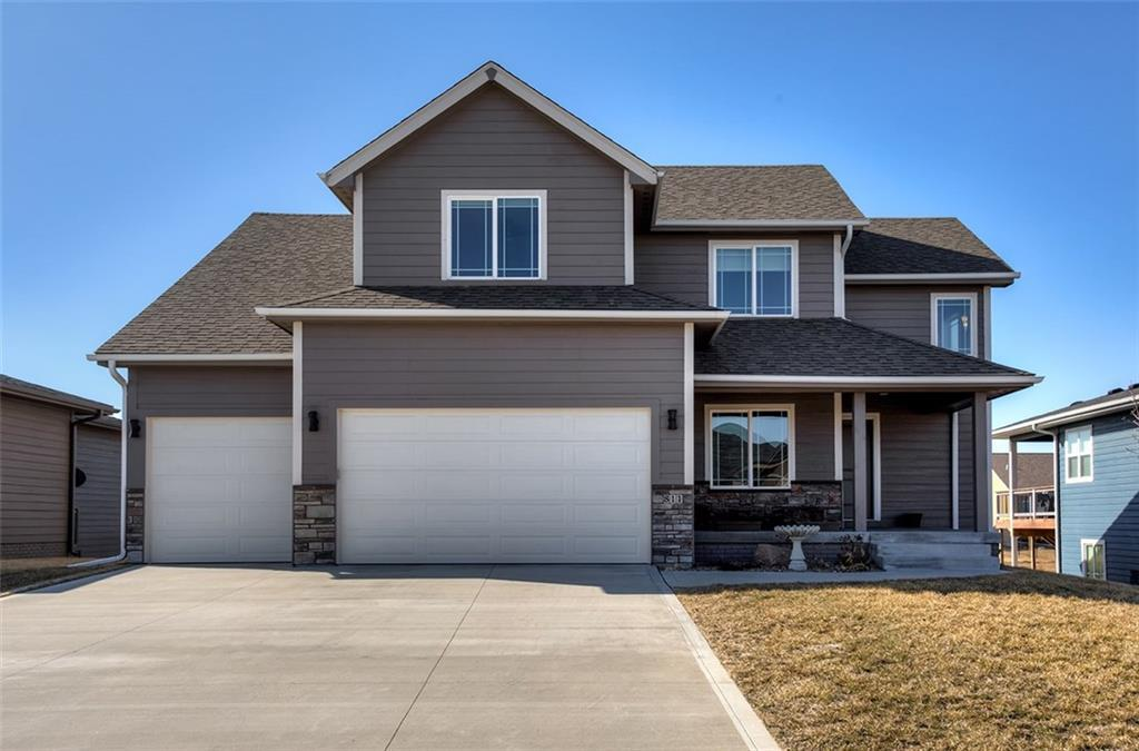 Photo of home for sale at 811 31st Street NW, Ankeny IA